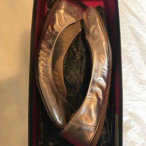 Vince Camuto Shoes - Rose gold leather ballet flats by Vince Camuto